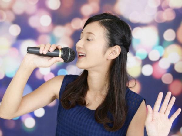 Giải mộng giấc mơ thấy ca hát điềm gì, đánh con số nào