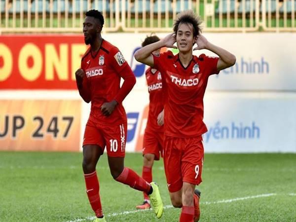 Tiểu sử, sự nghiệp bóng đá của tiền vệ Nguyễn Văn Toàn