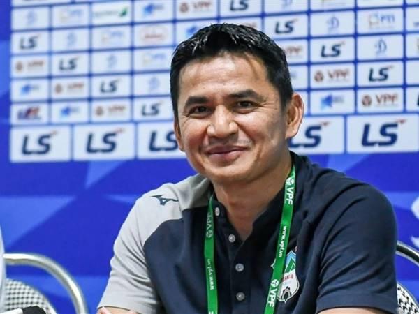 Bóng đá Việt Nam sáng 29/4: HLV Kiatisak khiêm tốn
