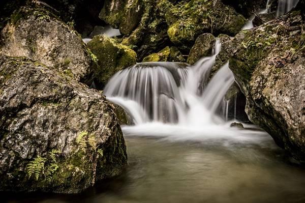 Giải mã giấc mơ thấy nước chảy mang đến điềm báo gì