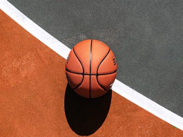 Tham khảo một số mẹo tăng tuổi thọ cho quả bóng rổ